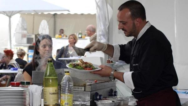 Köstliche Angelegenheit: Vor den Augen der Gäste wurden die italienischen Spezialitäten zubereitet und angerichtet.© Schuba